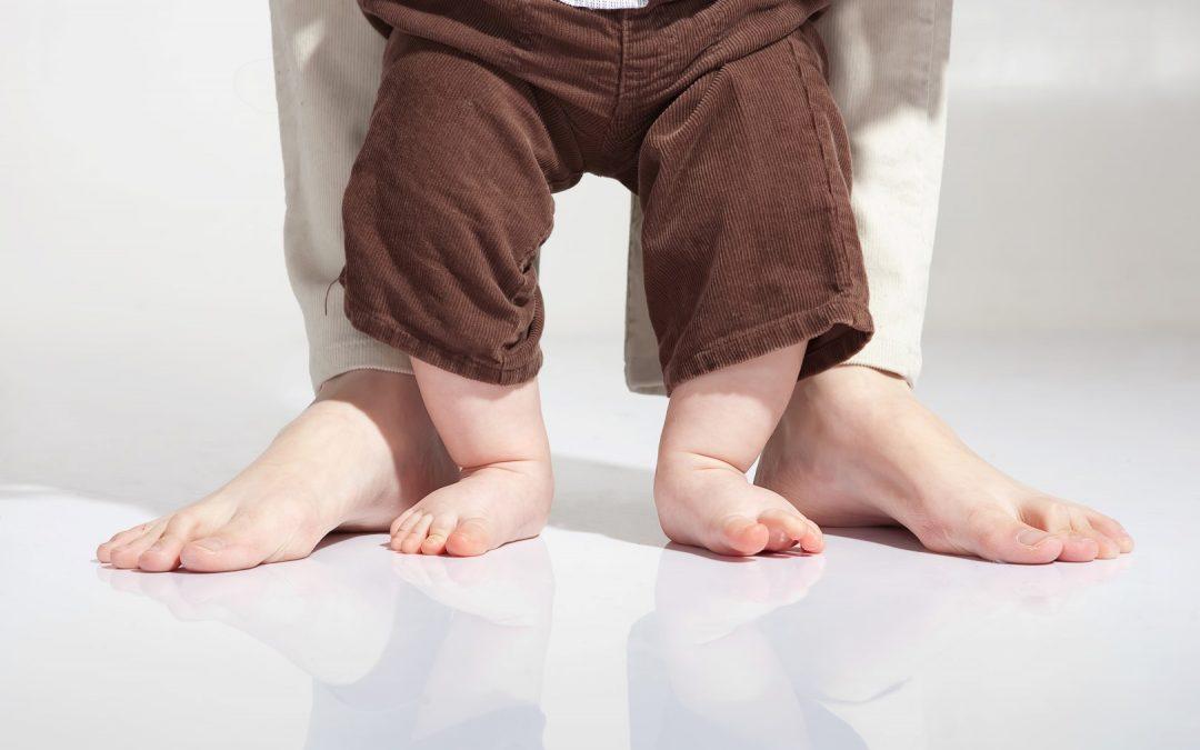 Pierwsze kroki dziecka – jak zachować ostrożność?